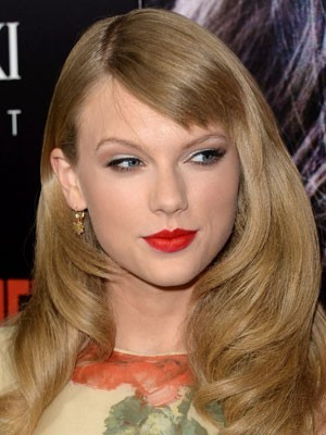 Charming Taylor Swift Hairstyle Natural Wavy Wig