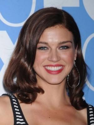 Adrienne Frantz Fabulous Medium Full Lace Wavy Celebrity Wig