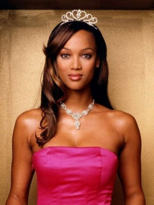 Tyra Banks Affordable Wavy Lace Front Synthetic Wig